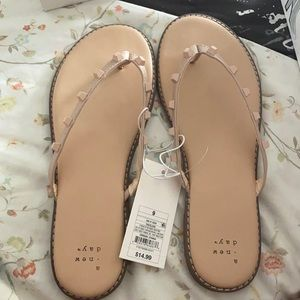 Sloan sandals in the color tan